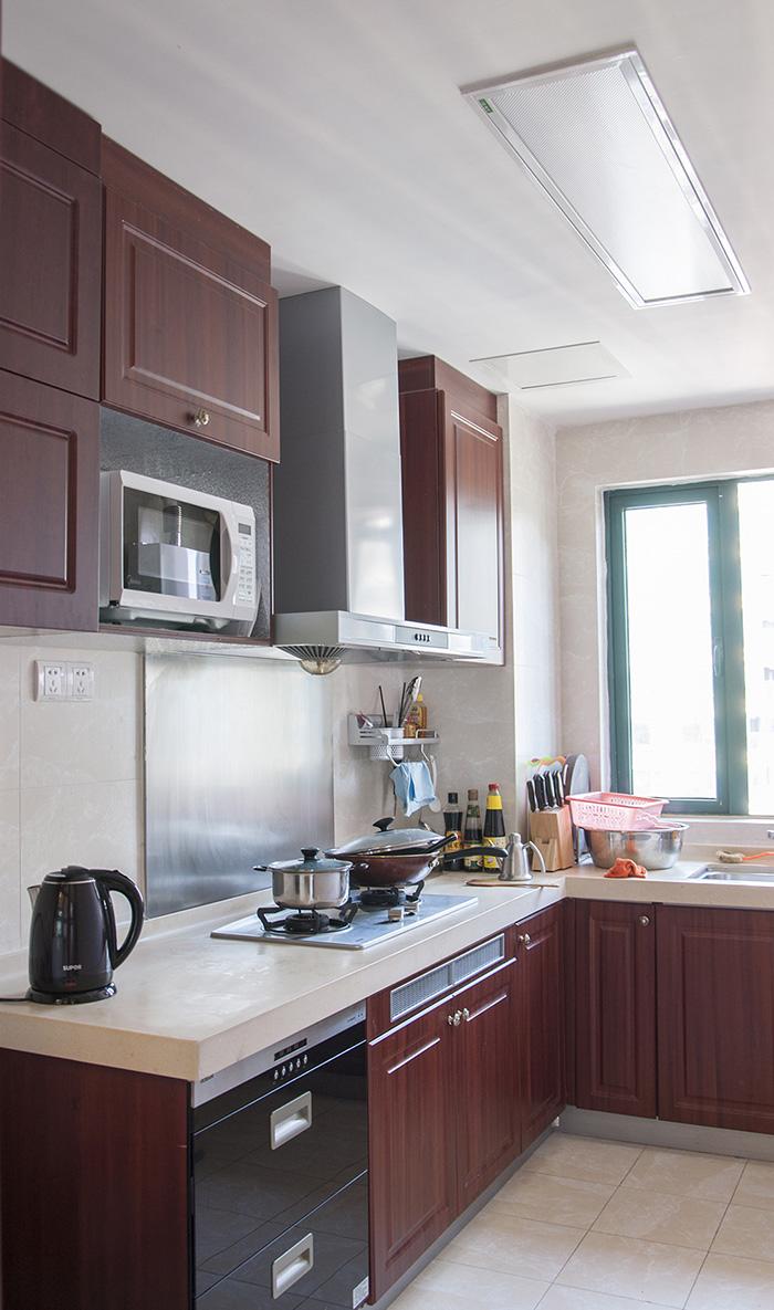 恒大翡翠华庭中式风格厨房橱柜装修效果图