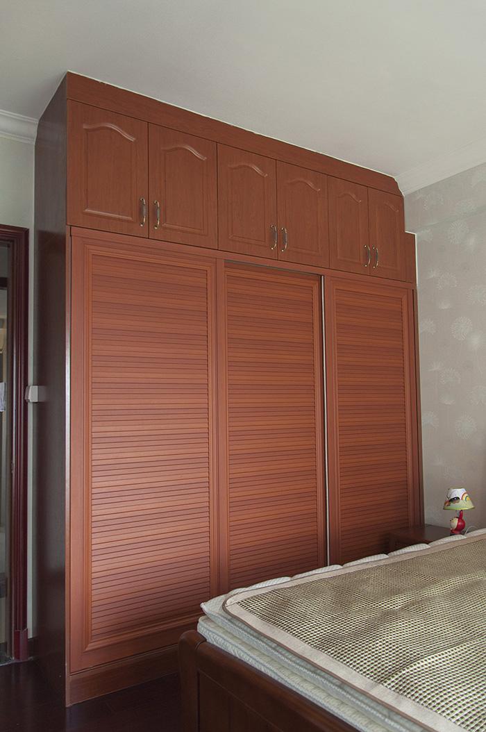 恒大翡翠华庭中式风格次卧衣柜装修效果图