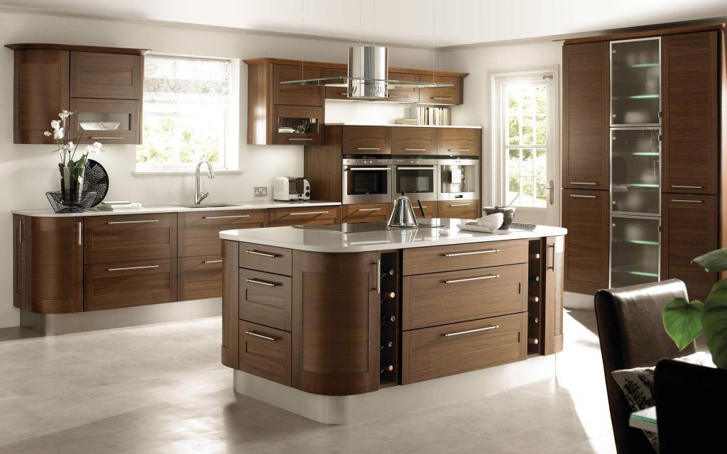 在现在,美式厨房吊顶的知识之前也为大家介绍很多,相信大家对于美式厨房吊顶知识都了解到了,但是在实际装修的时候,对于一些厨具的选择也是有一定的讲究的,大家在实际选择的时候,最好是能够选择一些大自然的元素的,大自然的元素,才能够让人们厨房显得更加的活泼的,并且还能够更加的美好,也能够在一定的程度上,让大家感受到舒适和自然的气息。